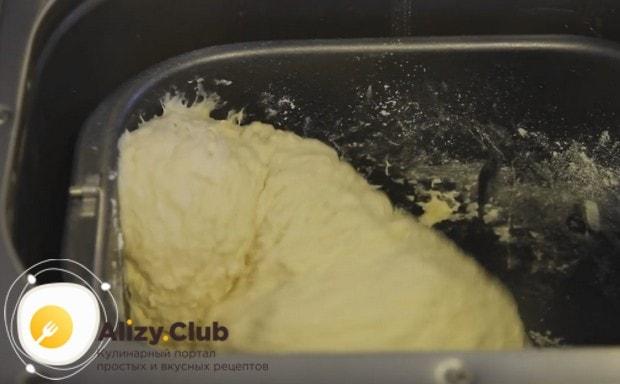 Замешивать тесто хлебопечка будет сама.
