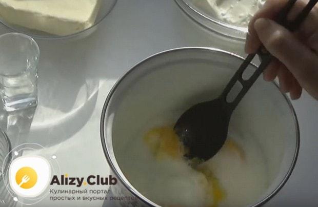 А вот еще один рецепт заварного крема со сметаной.