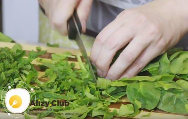 Узнайте, как приготовить зеленый борщ с щавелем.