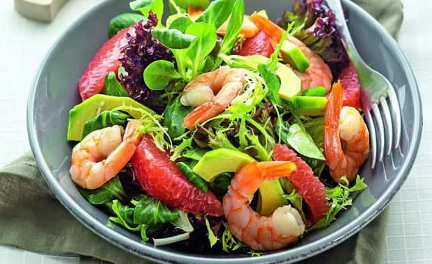 Пошаговый рецепт приготовления салата с креветками и авокадо