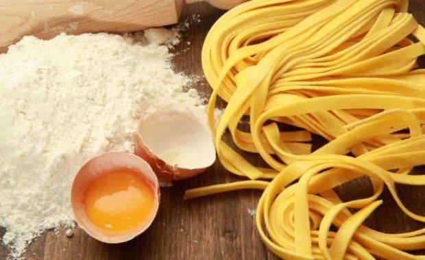 Пошаговый рецепт приготовления домашней лапши на яйцах
