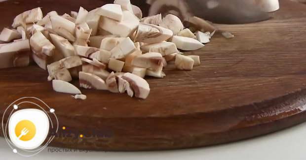 как выбрать грибы для мясного салата