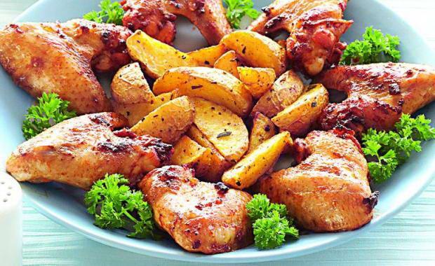 Как приготовить куриные крылышки в духовке с картошкой