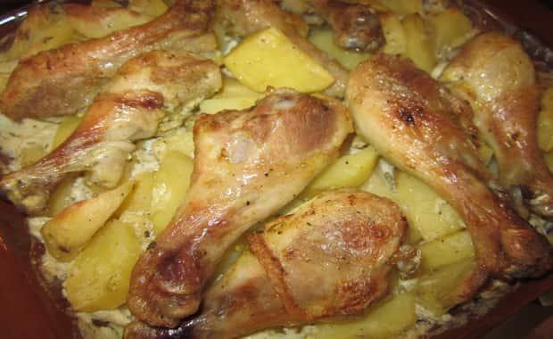 Курица с картошкой в духовке с майонезом по рецепту с фото