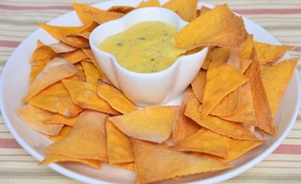 Простой рецепт приготовления сырного соуса для начос