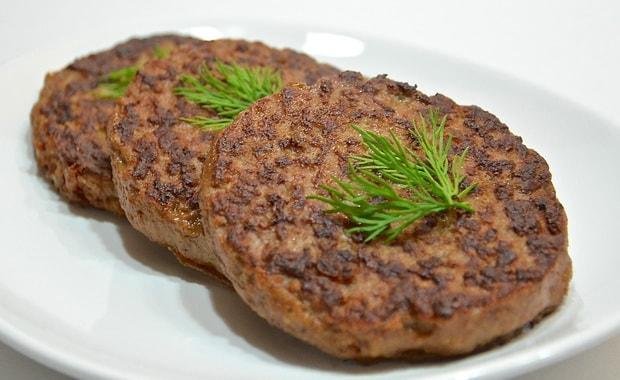 Как приготовить печеночные оладьи из куриной печени по пошаговому рецепту с фото