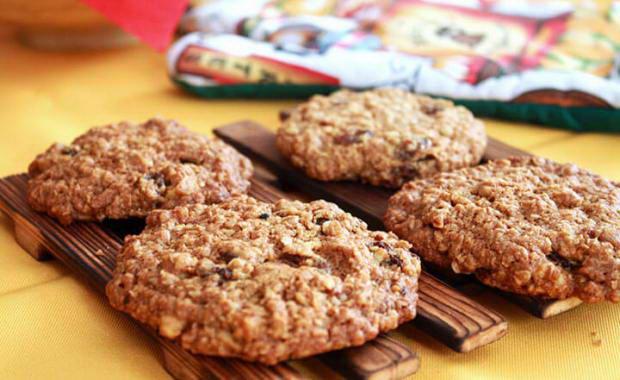 Овсяное печенье на кефире с яблоками