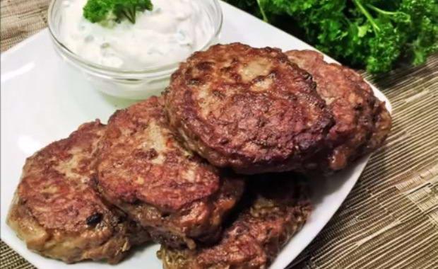 Пошаговый рецепт приготовления печеночных оладий из говяжьей печени с фото