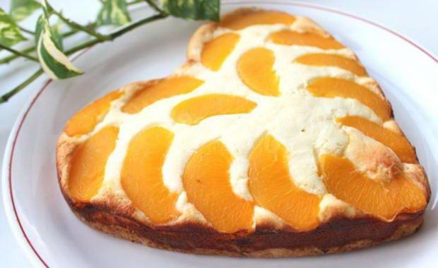 Пошаговый рецепт приготовления пирога с консервированными персиками