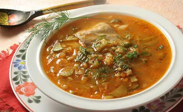 Пошаговый рецепт приготовления рассольника с рисом и солеными огурцами