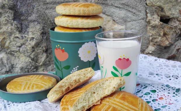 Пошаговый рецепт приготовления молочных коржиков с фото