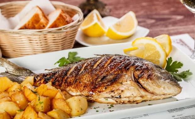 Филе белой рыбы с картошкой в духовке — 9
