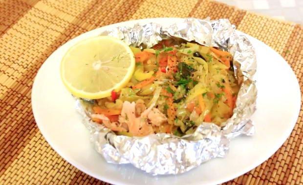 С какими овощами запечь рыбу в духовке