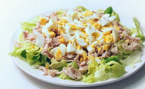 Как приготовить салат с копченым окорочком по рецепту с фото
