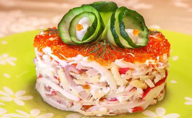 Пошаговый рецепт приготовления салата с кальмарами и крабовыми палочками