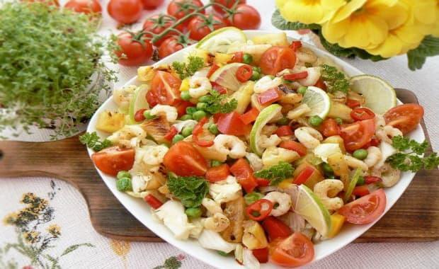 Пошаговый рецепт приготовления салата с кальмарами и креветками