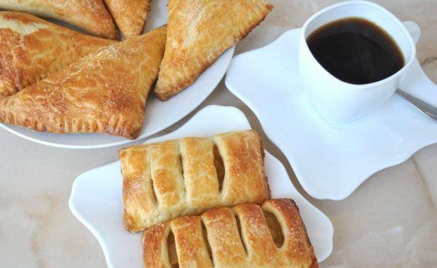 Слойки с яблоками и сахарной пудрой - рецепт пошаговый с фото