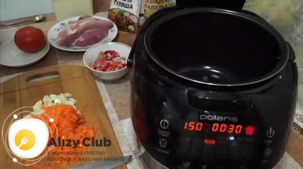 тушеная картошка в мультиварке с мясом свинины
