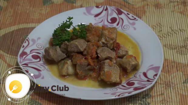 Видеорецепт о том, как тушить свинину с овощами в мультиварке