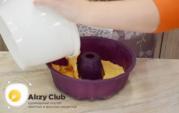 Для приготовления тыквенного пирога с медом и корицей подготовьте форму