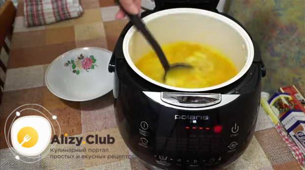 Закрыть крышку мультиварки, поставить программу Суп