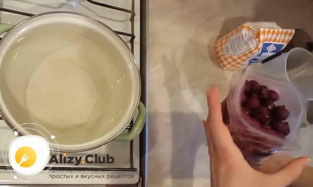 Попробуйте сварить кисель из крахмала и замороженных ягод