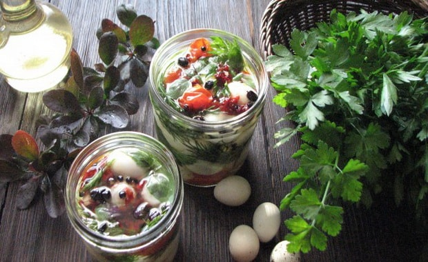 Как приготовить маринованные яйца по пошаговому рецепту с фото