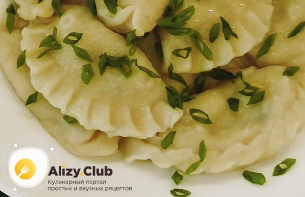 Постные вареники с картошкой и грибам по такому рецепту получаются вкусными и сытными.
