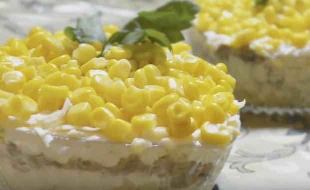 Пошаговый рецепт вкусного салата со шпротами