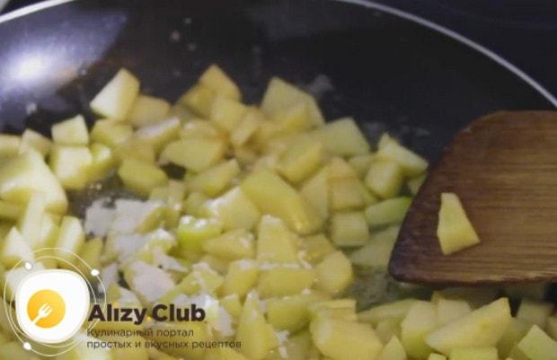 Можно также приготовить начинку для блинов из яблок с корицей, тогда блюдо будет еще более ароматным.