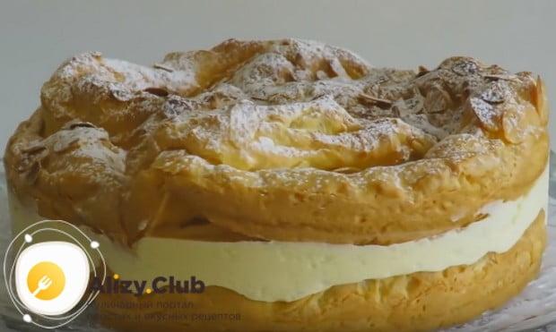 Заварной торт Карпатка можно также присыпать сахарной пудрой.