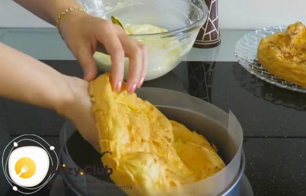 Посмотрите процесс сборки пирога карпатка у нас в рецепте на видео.