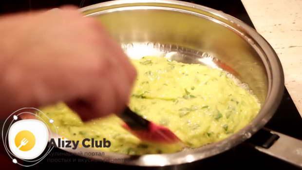 Как сделать омлет на сковороде 437
